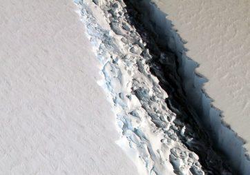 Larsen-C-Antarctica-889x624